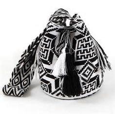 wayuu crochet purse charted pattern - Bing Images Tapestry Bag, Tapestry Crochet, Crochet Purses, Crochet Bags, Crochet Chart, Bucket Bag, Wool, Black And White, Pattern