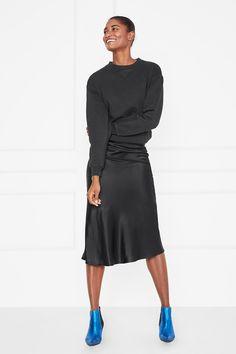 1efa6756e786 42 Best Slip skirt outfit images   Skirts, Skirt outfits, Slip skirts