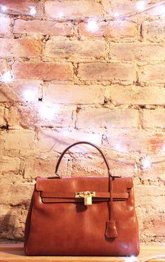 sac Kelly - Maroquinerie Maxwell Scott http://fr.maxwellscottbags.com/sacs-a-main/sacs-a-main-tendances/sac-a-main-cuir-style-kelly.html