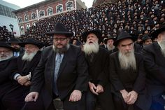 Nearly 3,000 rabbis gather in Brooklyn, pose for group photo
