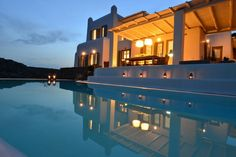 Villa in Áno Merá, Greece. Everything you could possibly ask of luxury and amenities you will find in Villa Artisti. Situated on the southeast side of Mykonos island, Villa Artisti is standing elegantly on the top of the two famous beaches, Agrari and Elia.  MAIN HOUSE Vill...