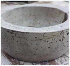 2 plastic bowls to make concrete bird bath Diy Concrete Counter, Concrete Bird Bath, Diy Concrete Planters, Cement Garden, Concrete Cement, Concrete Crafts, Concrete Projects, Glass Garden, Garden Art