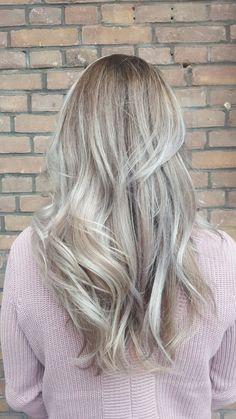 Silverblonde ashy blonde light medium dark roots Granny grey