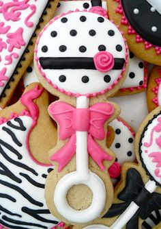 Oh Sugar Events baby shower favors, shower cookies, shower… Fancy Cookies, Iced Cookies, Cute Cookies, Royal Icing Cookies, Cookies Et Biscuits, Sugar Cookies, Cupcakes, Cupcake Cookies, Baby Girl Cookies
