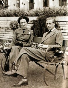 An poster sized print, approx mm) (other products available) - Pa News Photo the Duke and Duchess of Windsor in the Grounds at Charters Luxury House in Sunninghill, Berks - Image supplied by PA Images - poster sized print mm) made in the UK Wallis Simpson, Eduardo Viii, Edward Windsor, Prince Edward, British Monarchy, King George, Portraits, Duke And Duchess, British Royals