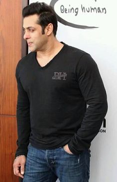 Salman Khan Images Wallpaper Pics for Whatsapp Status Salman Khan Photo, Aamir Khan, Bollywood Images, Bollywood Stars, Salman Khan Wallpapers, Dp Photos, Star Images, Handsome Actors, Being Good