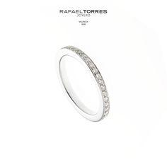 ¿Por qué elegir un diamante para nuestro anillo de compromiso? Porque es de consistencia dura y, por tanto, resulta indestructible. #diamante #anillodecompromiso