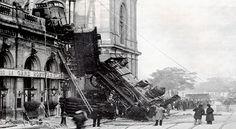 Photo Credit: dailyviralpost.com A train derails at the Gare Montparnasse in Paris, France, 1895
