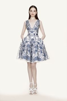Marchesa Resort 2016: Blue and white is one of my favorite color combinations next to black/white! Beautiful floral pattern. The a- line short skirt of the dress is fun and feminine.