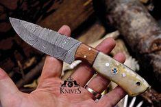 Custom Handmade Damascus Steel Fixed Blade Sheep Horn and Wood Skinner Knife Skinning Knives, Handmade Knives, Damascus Steel, Knifes, Axe, Horns, Sheep, King, Templates