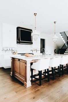 such a chic and gorgeous kitchen space
