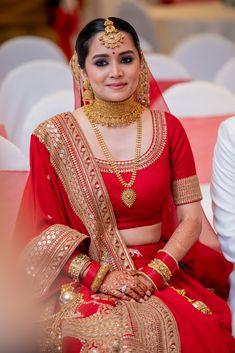 Meet Pashmina - Our Effortless & Elegant Bride In Sabyasachi's 2020 Collection Indian Bridal Photos, Indian Bridal Outfits, Indian Bridal Fashion, Indian Bridal Wear, Indian Fashion Dresses, Bridal Lehenga Choli, Bridal Lenghas, Cotton Lehenga, Lehenga Gown