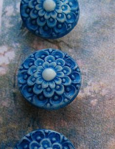 Set-of-4-Vintage-1-2-Lapis-Blue-Lace-Painted-Glass-Buttons-Pre-WWII-new-old-stoc