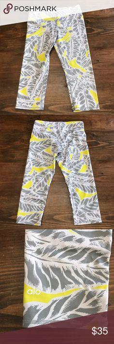 Alo Yoga Airbrush Crop Workout Pants Alo Yoga Airbrush Crop Workout Pants. Size Small. Great used condition. ALO Yoga Pants Leggings