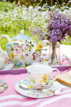 Spring Pictures, Spring Pics, Tea Before Bed, Baby Shower Tea, Beautiful Flowers Garden, Tea Sandwiches, Tea Cakes, Pastel Colors, Colours