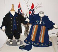 Hva med en hjemmestrikket festdrakt til familiens lille prins eller prinsesse jul eller 17. mai?  Vi har blitt inspirert av nordlandsbunaden, og komponert vårt eget mønster til en nordlandsinspirert festdrakt.  Den finnes i størrelsene 1 – 2 – 3 – 4 år, både til jente og gutt, og selges  i garnpakker med strikkegarn og mønster. Du kan strikke festdrakten i enten mørk blå eller mørk grønn Bridal Crown, Wedding Jewelry, Diy And Crafts, Barn, Knitting, Children, Clothes, Dresses, Google