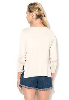 Cumpara acum Bluza bej deschis tricotata fin cu slituri laterale Heleni de la Vila si beneficiezi de retur gratuit, pana la 30 de zile