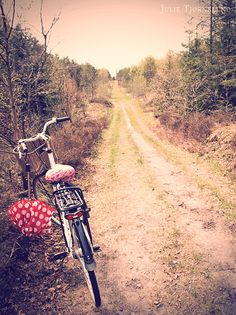 Dirt Roads: Long winding dirt roads lead to home....photo by Julie Tjørnelund
