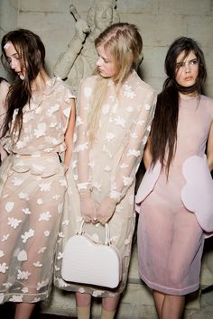 Backstage at Simone Rocha, London Fashion Week, autumn/winter Foto Fashion, Estilo Fashion, Fashion Moda, Fashion Week, Runway Fashion, High Fashion, Fashion Show, Fashion Trends, London Fashion