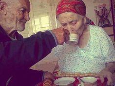 Se spune că dragostea nu ţine cont de vârstă, de statut social ori de culoarea pielii, iar acest lucru este dovedit în fiecare zi, prin poveştile incr...