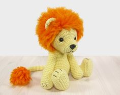 This written crochet pattern includes all the instructions needed to make your own 5-way jointed lion with moving arms, legs and head. I will show three ways to make the mane with either regular, felting or eyelash yarn.