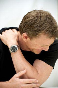 Daniel Craig y su Omega Daniel Craig James Bond, Rachel Weisz, Casino Royale, Beautiful Men, Beautiful People, Daniel Graig, James Bond Style, Best Bond, Mcqueen