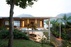 Residência CF in Angra dos Reis, Brazil by Bernardes + Jacobsen - Arquitetura