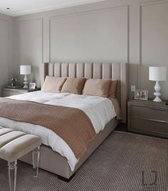 With the exact same night stands and lamps on each side of the bed alone with the lines on the wall makes the room feel symmetrical Bedroom Bed Design, Small Room Bedroom, Home Bedroom, Bedroom Furniture, Home Furniture, Bedroom Decor, Room Interior, Home Interior Design, Shabby Home