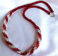 Perline collana Kumihimo - signora in rosso