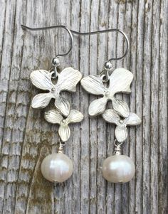 Hibiscus and pearl earrings by BellaMiJewelry on Etsy