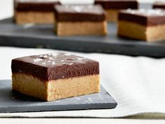 Get Peanut Butter Bars with Salted Chocolate Ganache Recipe from Food Network BEST BEST BEST! Get Peanut Butter Bars with Salted Chocolate Ganache Recipe from Food Network Köstliche Desserts, Delicious Desserts, Dessert Recipes, Top Recipes, Plated Desserts, Easy Recipes, Dinner Recipes, Healthy Recipes, Stevia