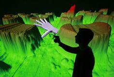 ... und entdeckte durch die Kombination von Stereoprojektion und akustischer Wellenfeldsynthese ganz neue technologische Möglichkeiten für die Produkt- und Prozesssimulation in virtuellen Räumen.
