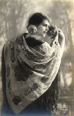 Love the old gypsy photos ! Vintage Photos Women, Vintage Photographs, Vintage Ladies, Vintage Images, Gypsy Life, Gypsy Soul, Hippie Life, Vintage Gypsy, Vintage Beauty