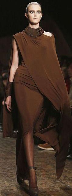 Fashion Week New York Donna Karan (Foto: Reuters). Donna Karan, Brown Fashion, High Fashion, Fashion Show, Fashion Design, Looks Style, My Style, Belle Silhouette, Runway Fashion