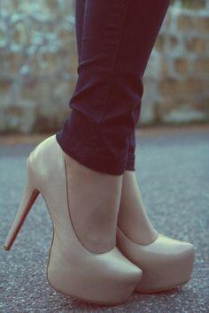 nude heels and black skinny jeans