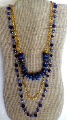 Collar largo de tres niveles  piedras de rio con chapa de oro, cadena de aluminio , cristal facetado ,agatas y perlas de poliacrilico engarzado