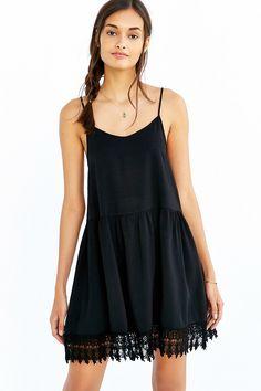 Love Sadie Crochet-Trim Trapeze Dress