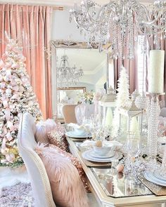 Give your Christmas home the elegant touch. Here are Elegant Christmas Home Decor ideas. These Christmas decors are simple, DIY Decors which you can do. Elegant Christmas Decor, Shabby Chic Christmas, Pink Christmas, Beautiful Christmas, Christmas Home, Holiday Decor, Christmas Trees, Nordic Christmas, Christmas Candles