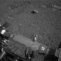 Curiosity rover makes its first moves -  Cosmic log