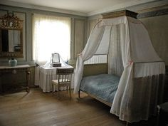 That bedroom that is Love, esconced in silence. Cosy Interior, Antique Interior, French Interior, Interior Design, Swedish Style, Swedish Design, Scandinavian Style, Royal Bedroom, Home Bedroom