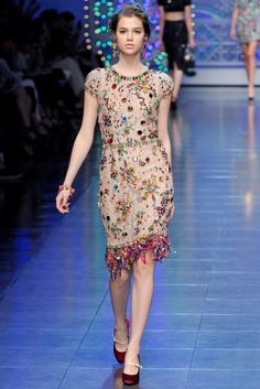 Dolce & Gabbana Spring 2012 Ready-to-Wear Fashion Show - Anais Pouliot