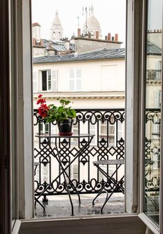 I've been lucky, these past few years, to travel frequently and visit some wonderful places. This week, I'm in Paris! Would you like a peek into the apartment we rented? Yes — an apartment. Have you also discovered this lovely way to travel? Here's why I usually prefer to stay in an apartment, instead of a hotel.