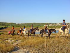 """El """"Camí de cavalls"""" es una ruta que no debemos perdernos si queremos captar la auténtica belleza de la isla. Descúbrelo con Son Bou rutas a caballo y respirar toda su esencia en cada tramo de su recorrido, que se manifiesta en el impresionante atractivo natural de su litoral."""