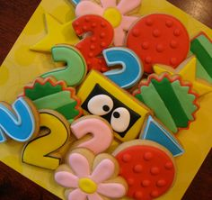 Yo Gabba Gabba Cookies use flooding technique with royal icing