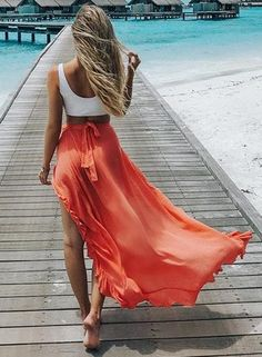 This maxi skirt fatures ruffled hem and high waist. You may wear the chiffon cover up for casual life, beachwear and holiday. Midi Rock Outfit, Midi Skirt Outfit, Skirt Outfits, Chiffon Maxi, Cover Ups For Beach, Boho Fashion, Fashion Looks, Modest Fashion, Fashion Women