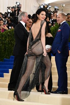 Kendall attends the 2017 Met Gala. Kendall Jenner 2017, Kendall And Kylie, Sexy Outfits, Sheer Gown, Mode Chic, Women Legs, Models, Celebrity Style, Photos