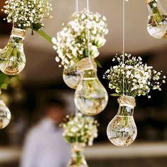 Een prachtig idee voor een magisch huwelijksfeest  #zotvandezomer #inspiratie #bloemen #feest #diy