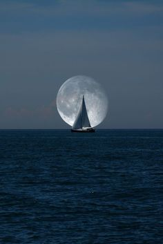 Im Mondlicht dicht am Wind segeln. Sail close to the wind in the moonlight. Moon Moon, Blue Moon, Moon Phases, Beautiful Moon, Beautiful World, Beautiful Things, Ciel Nocturne, Shoot The Moon, Moon Pictures