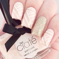 pale pink nails, glitter accent nail, geometric nailart @alinapinuccia