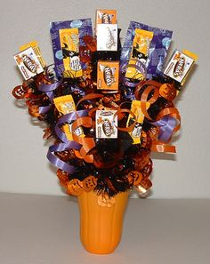 Halloween decorations: Halloween Candy Bouquet – Halloween crafts from EdibleCraftsOnline.com